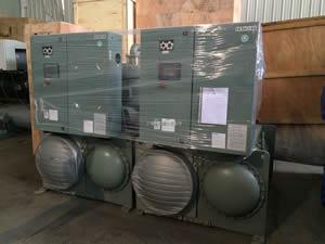 日立螺杆式水冷机组608kw